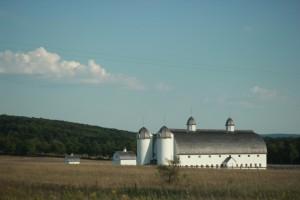 farm-500658_1920